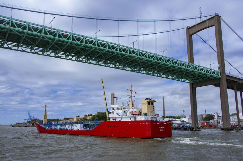 船底抵抗低減実験 500L/min OKノズル使用(オランダ造船所)